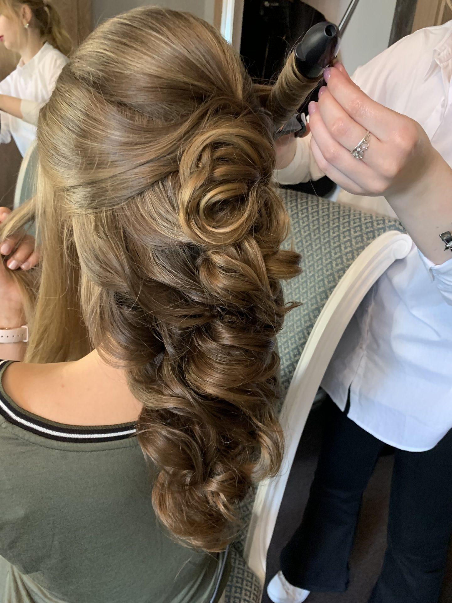 Прическа на свадьбу в студии красоты